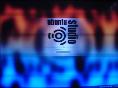 UbuntuStudio 7.10 Login Screen