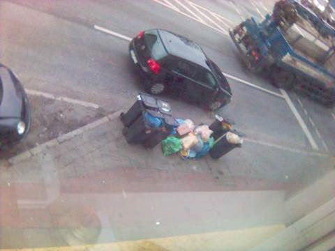 Müll an der Straße