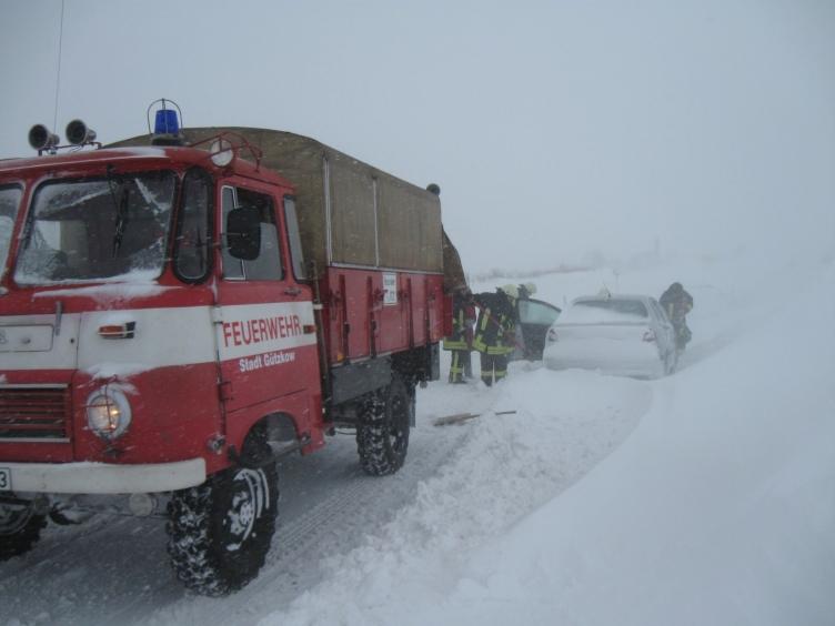 Feuerwehr Gützkow versorgt 200 Eingeschneite