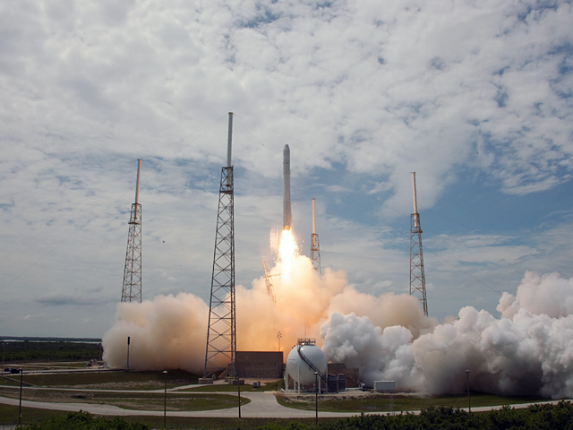 SpaceX - Falcon 9 - Lift off