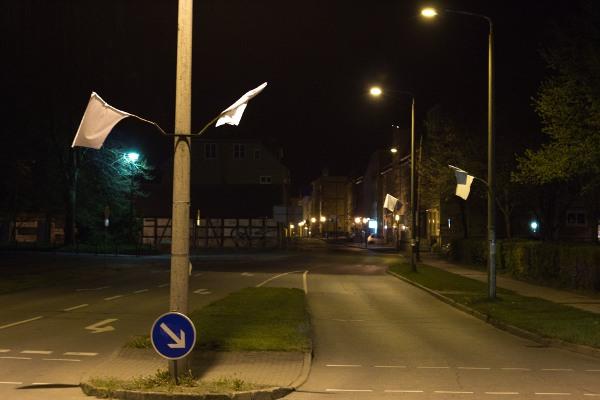 Weiße Fahnen in Greifswald