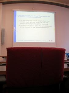 Leerer Stuhl im Rathaus bei Infoveranstaltung