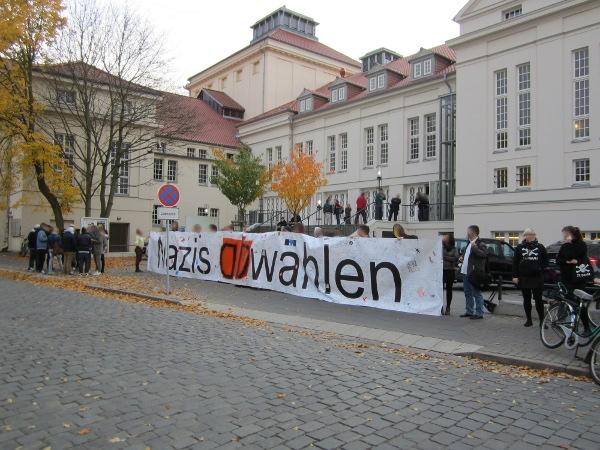 Mahnwache vor Kreistag Vorpommern-Greifswald