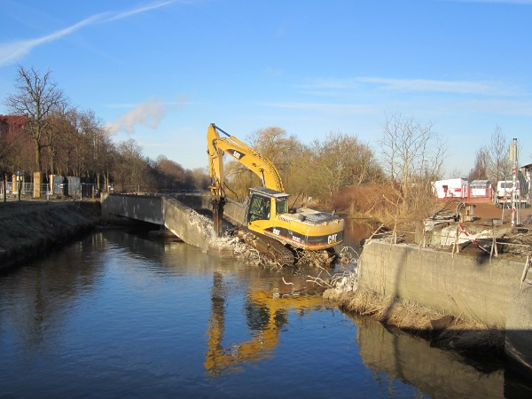 Abriss der Eisenbahnbrücke über den Ryck