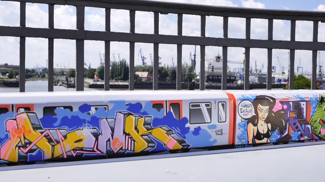 197 Mini-Züge bemalt mit Graffiti fahren in diesem Video durch Hamburg.